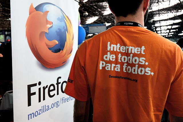 Carrying Mozilla's mission statement 'The Internet for everyone by everyone' to Campus Party Brazil 2014.